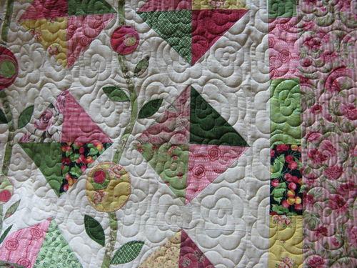 Janie's Flower quilt closeup 1