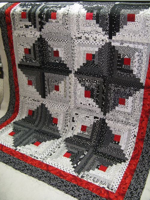 Dee's black and white log cabin quilt full view